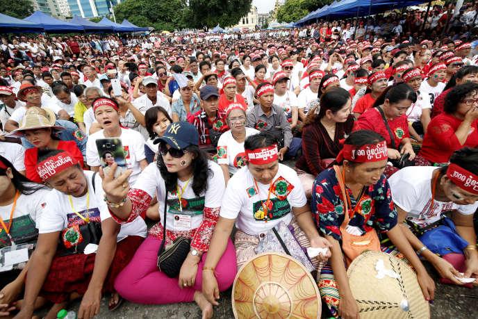 https://img.lemde.fr/2019/07/17/0/0/3500/2333/688/0/60/0/923381e_GGGMY03_MYANMAR-CONSTITUTION-_0717_11.JPG