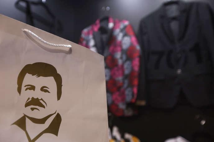 Un sac en papier à l'effigie d'El Chapo, dans un stand de la marque de vêtements El Chapo 701, dirigée par sa fille, Alejandrina Gisselle Guzman Salazar.