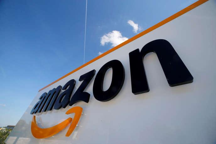 Le logo d'Amazon au centre logistique de la société à Boves (Somme), le 13 mai.