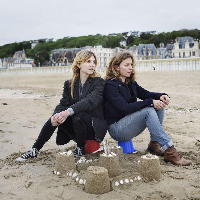 Clémence et Maëlle Poésy, à Trouville (Calvados), le 5 juin.