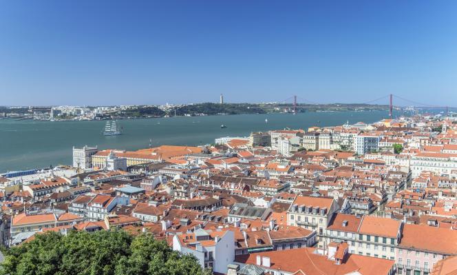 Le prix moyen du mètre carré atteint à Lisbonne désormais 4 000 euros, deux fois plus qu'en 2012.Vue aérienne de Lisbonne.