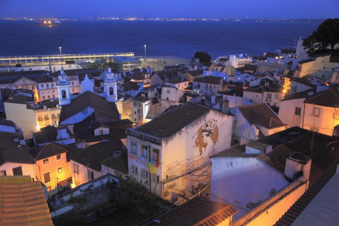 En s'installant à Lisbonne, le gain de pouvoir d'achat pour un Français est d'environ 25%. Le quartier de l'Alfama, berceau du fado, dans la capitale lisboète.