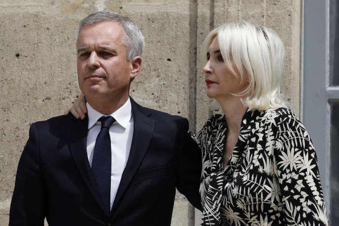 L'ancien ministre de l'écologie François de Rugy et sa femme lors de la passation des pouvoirs à Elisabeth Borne le 17 juillet.