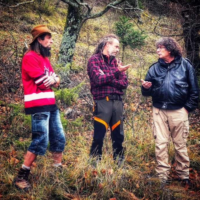 Attila Fulop, Arnaud Conan et Manu Blanquet sont les trois piliers de l'équipe de« Constructions sauvages», sur RMC Découverte.