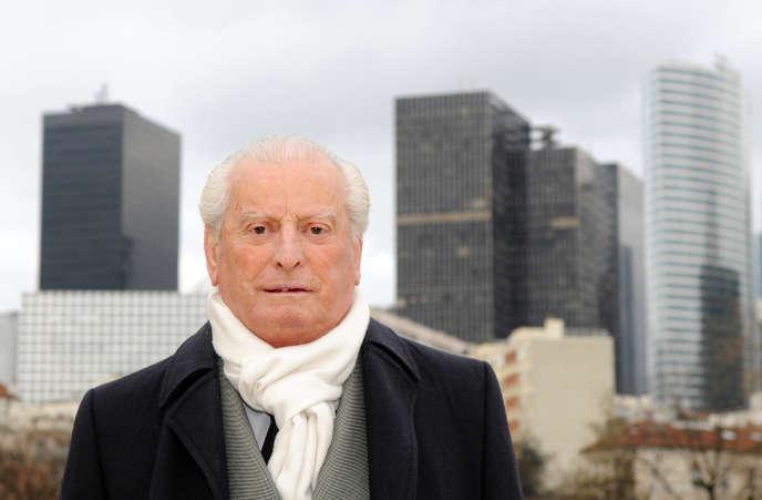 L'ancien maire de Puteaux (1969-2004) Charles Ceccaldi-Raynaud pose le 22 février 2008 à Puteaux.