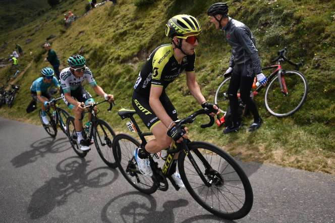 Simon Yates (premier plan), victorieux de la 12e étape du Tour de France, jeudi 12 juillet 2019.