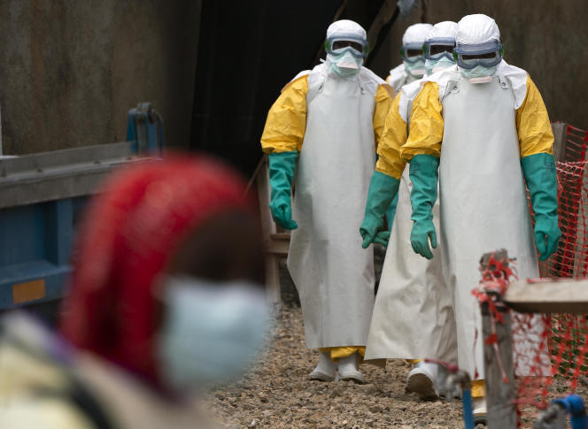 Du personnel médical d'un centre de traitement d'Ebola, à Béni (RDC), le 16 juillet.