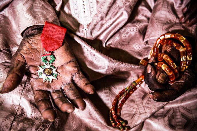 Cheikh Fall, ancien tirailleur ayant participé au débarquement de Provence, est mort en mars 2015. Le 15août 2014, il avait reçuela médaille de la Légion d'honneur des mains du président François Hollande.