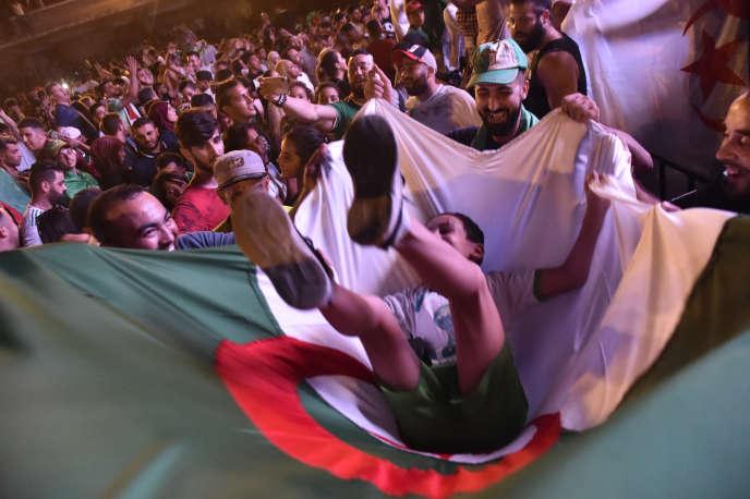 Scène de liesse à Alger le 14 juillet 2019, après la victoire des Fennecs face aux Super Eagles du Nigeria en demi-finale de la CAN.