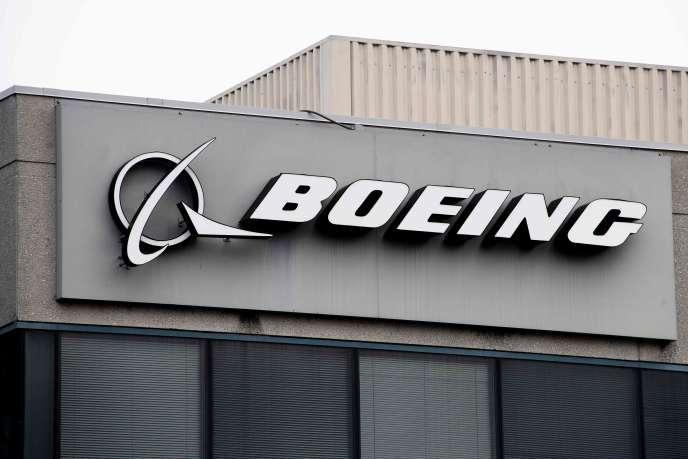 Boeing a annoncé que les déboires du 737 MAX allaient amputer son chiffre d'affaires et bénéfice avant impôts du deuxième trimestre à hauteur de 5,6 milliards de dollars (4,9 milliards d'euros).