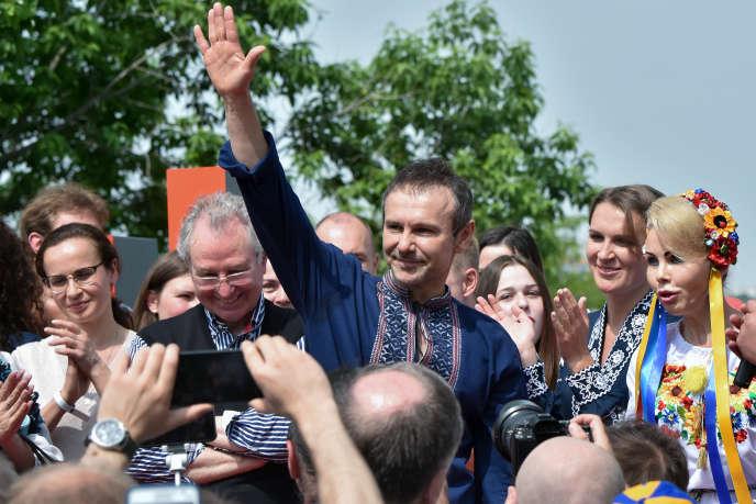 Sviatoslav Vakartchouk lors de la présentation de son parti, Holos, à Kiev, le 16 mai.