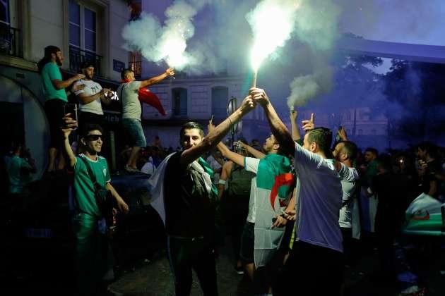 Les supporteurs des « Fennecs» en liesse ont manifesté leur joie à coups de fumigènes et de feux d'artifice dans les rues de Paris.