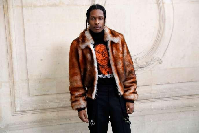 Le rappeur américain ASAP Rocky pose devant la collection haute couture printemps-été 2017 de Christian Dior à Paris,le 23 janvier 2017.