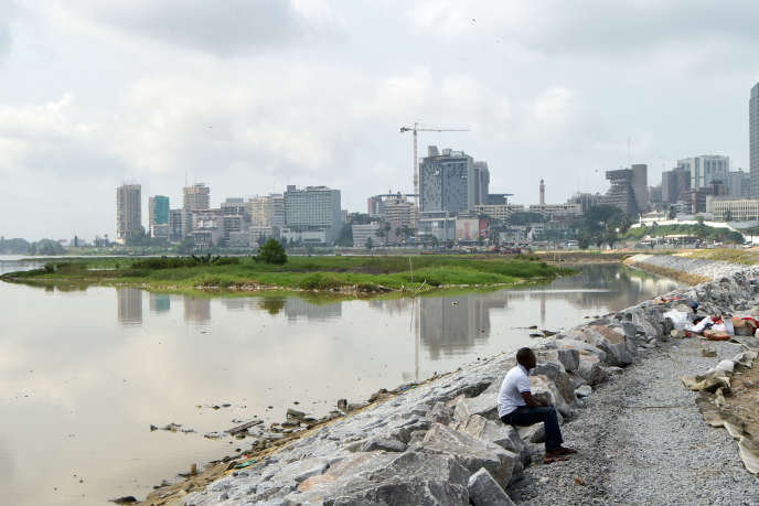 La baie de Cocody lors du lancement officiel du chantier de construction du cinquième pont Cocody-Plateau à Abidjan, le 22 mars 2019.
