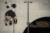 Des activistes de Greenpeace lors d'une opération de sensibilisation sur la pollution de l'air au tunnel de la Croix-Rousse à Lyon, le 24 mars.