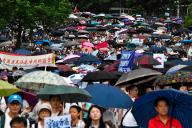 Des milliers de personnes défilent en soutien à la police, à Hongkong, le 20 juillet.