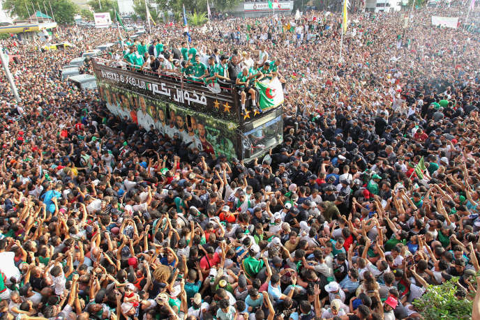 Algerian fans in the streets of the capital, to accompany the bus of the players, on July 20, 2019, after the victory at the African Cup of Nations 2019 (CAN) .- (Photo by - / AFP)