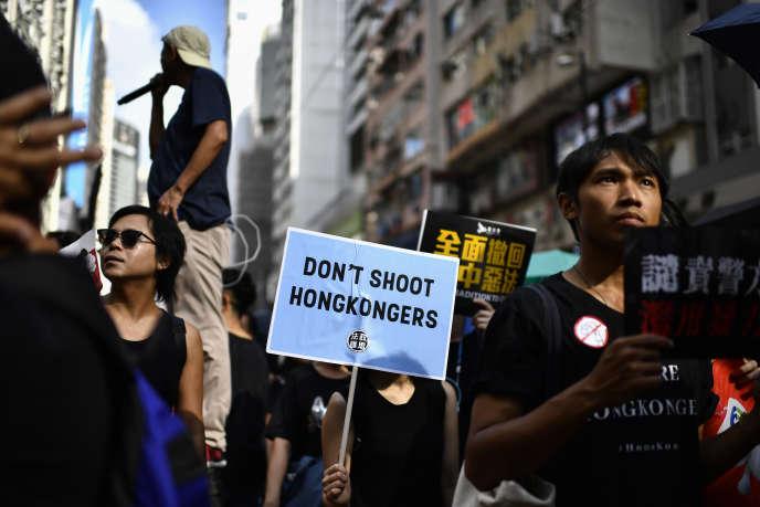 Des habitants de Hongkong manifestent pour demander le retrait du projet de loi assouplissant les conditions d'extradition vers la Chine, dimanche 21 juillet.