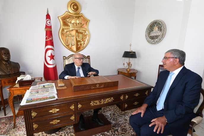 Photo du président Caïd Béji Essebsi avec son ministre de la défense, Abdelkrim Zbidi, publiée sur la page Facebook de la présidence tunisienne le 22 juillet 2019.