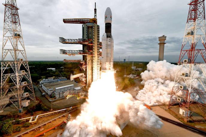 Lancé le 22 juillet d'un pas de tir du sud de l'Inde, l'atterrisseur Vikram de la mission Chandrayaan-2 devait se poser près du pôle sud lunaire.