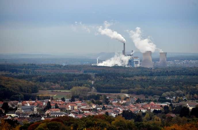 C'est au pied des cheminées de la centrale à charbon de Saint-Avold, en Moselle (ici en octobre 2018), qu'a été posée en grande pompe la première pierre de l'usine Metex Noovista, le 18 juillet.