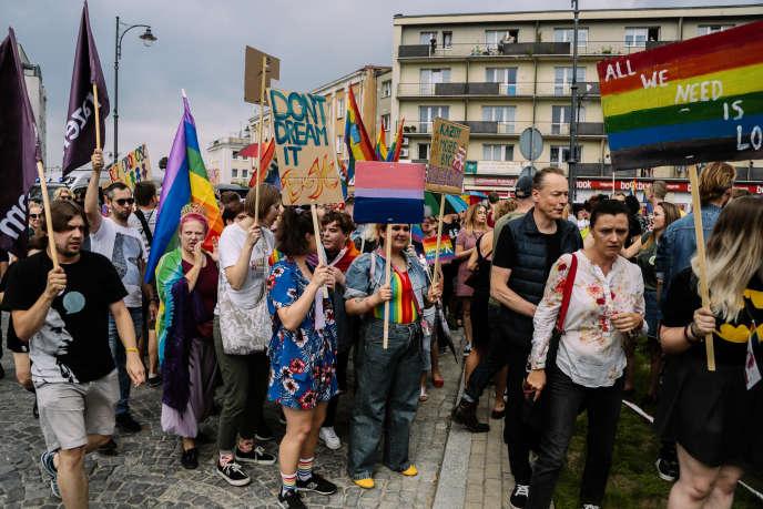 Première Marche de l'égalité de Bialystok, où ont convergéun millier de manifestants. le 20juillet.