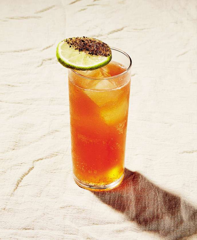 Le « Zenaida», de Carina Soto Velasquez, surfe sur le mélange de l'été : café-citron.