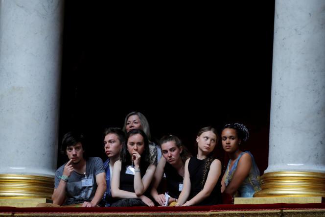 Les militants Greta Thunberg, Ivy-Fleur Boileau, Virgile Mouquet, Adelaide Charlier et Alicia Arquetoux à l'Assemblée, le 24 juillet.