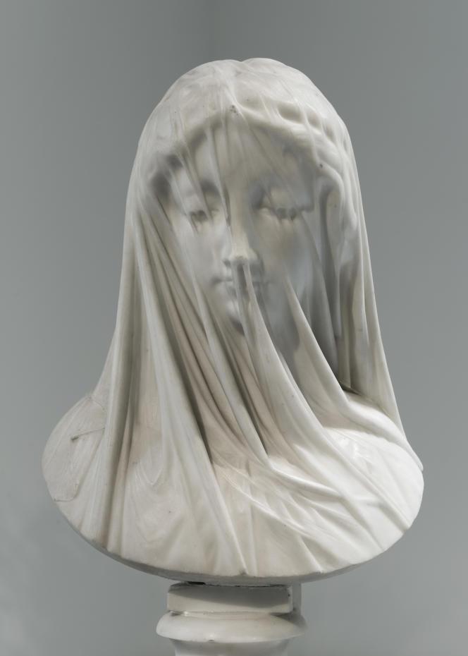 «Femme voilée – Le Silence» (ca 1850-1880), de Giovanni Strazza, marbre de Carrare, socle et piédouche.