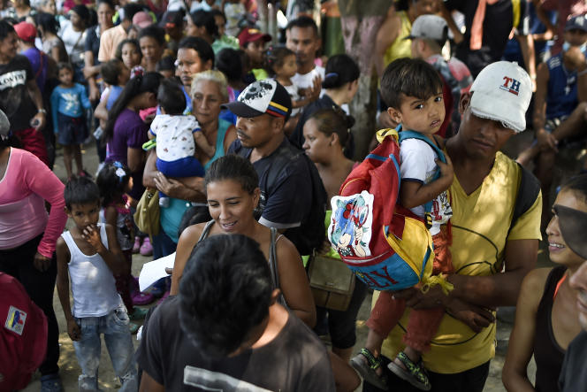 Migrants vénézuéliens à Villa del Rosario, en Colombie, à la frontière avec le Venezuela, devant le refuge de la Divina Pastora géré par l'Eglise catholique, avec le soutien du programme des Nations unis pour l'alimentation, la FAO.