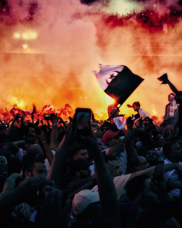Scène de liesse à Alger, le 19 juillet, après la victoire des Fennecs en Coupe d'Afrique des nations.
