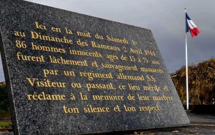 Plaque commémorative, placée à Villeneuve-d'Ascq, rappelant le massacre perpétré à Ascq (Nord) dans la nuit du 1er au 2 avril 1944.