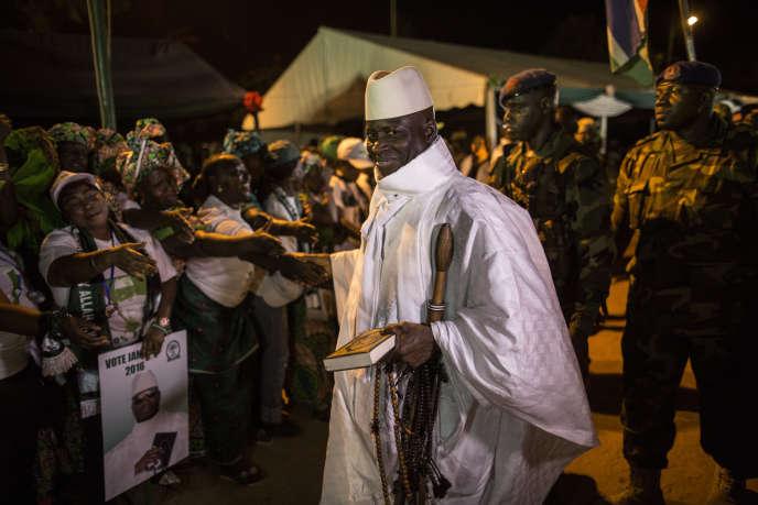 Le dictateur gambien Yahya Jammeh à Banjul le 27 novembre 2016, un mois et demi avant sa chute.