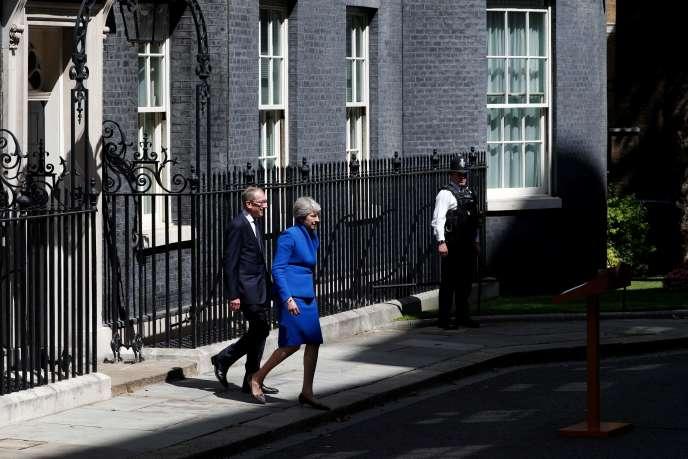 Theresa May sort du 10 Downing Street à Londres, mercredi 24 juillet.
