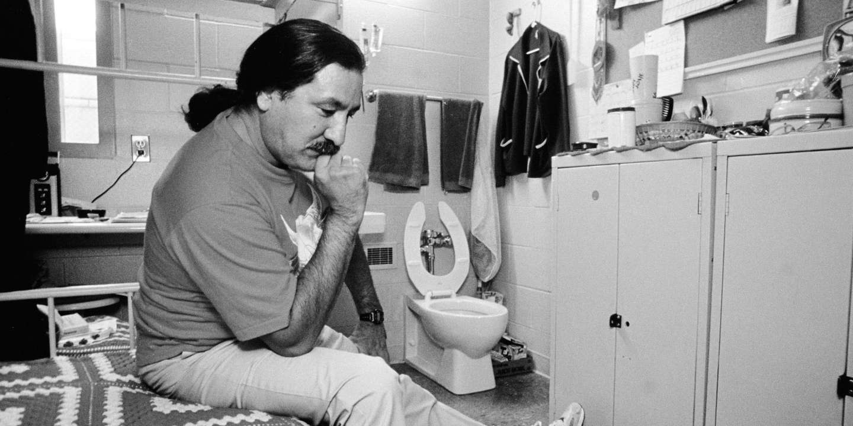 Leonard Peltier in cell at Leavenworth. 6/92 ©Jeffry Scott