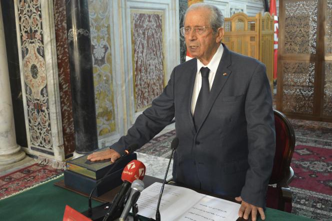 Mohamed Ennaceur prête serment et prend ses fonctions de chef d'Etat par intérim, après le décès du président Essebsi, à Tunis, le 25 juillet.