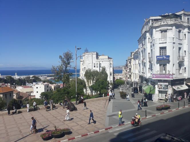 La rue Velasquez, l'artère qui descend au cœur du quartier espagnol de Tanger.