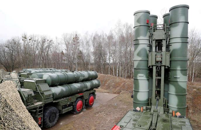 Missiles sol-air S-400, sur la base de Gvardeysk, près de Kaliningrad (Russie), le 11 mars.