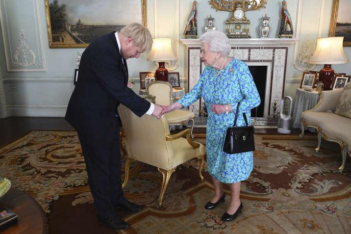 Comme le veut la tradition, la reine Elizabeth II a reçu Boris Johnson pour lui demander de devenir le premier ministre, le 24 juillet.