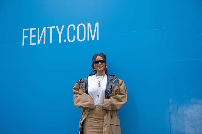 La chanteuse Rihanna, le 23 mai, à Paris, lors du lancement de Fenty, la marque de mode qu'elle a créée avec LVMH.