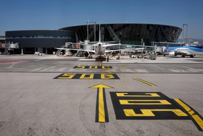 Un vol avec une ou plusieurs correspondances ayant fait l'objet d'une réservation unique constitue un ensemble.