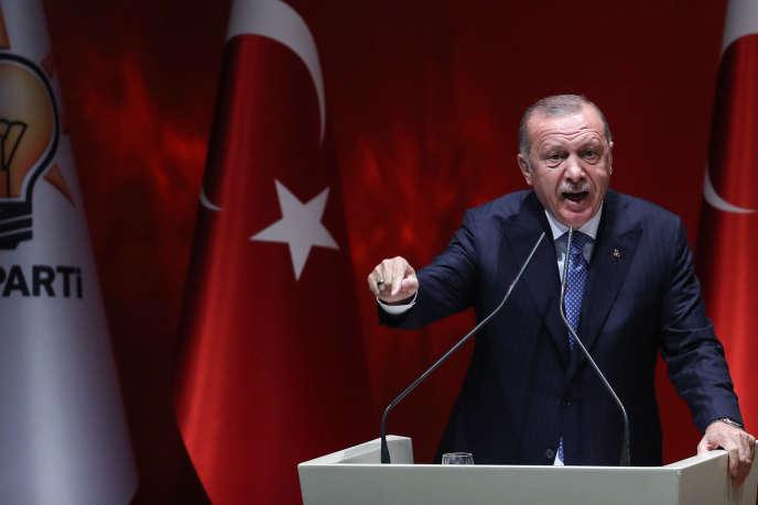 Le président turc Recep Tayyip Erdogan durant un meeting de l'AKP à Ankara, vendredi 26 juillet.