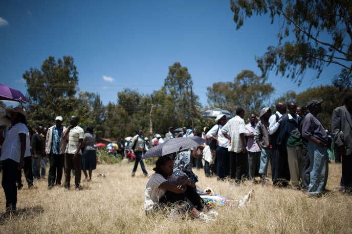 A Karen, quartier chic de Nairobi, les habitants attendent de pouvoir voter aux élections générales kényanes de mars 2013.