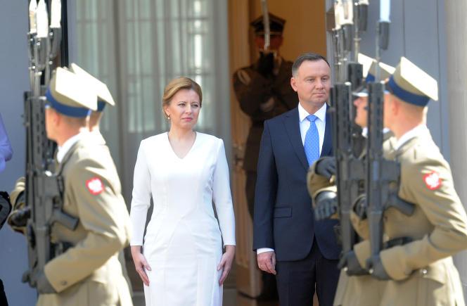 La présidente slovaque, Zuzana Caputova, et son homologue polonais, Andrzej Duda, à Varsovie, le 15 juillet.