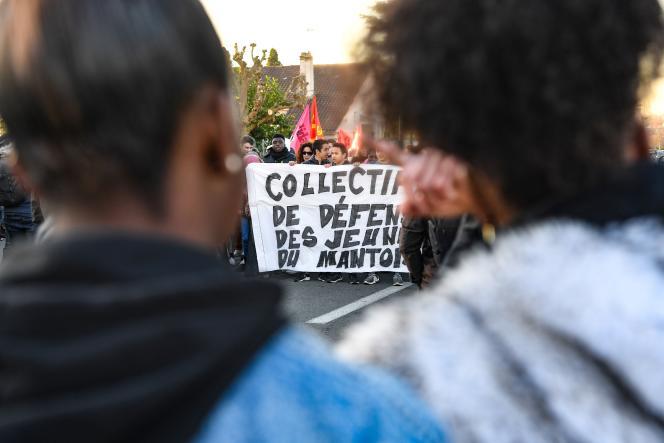Mobilisation étudiante en soutien aux lycéens interpellés quelques jours plus tôt, à Mantes-la-Jolie (Yvelines), le 12 décembre 2018.