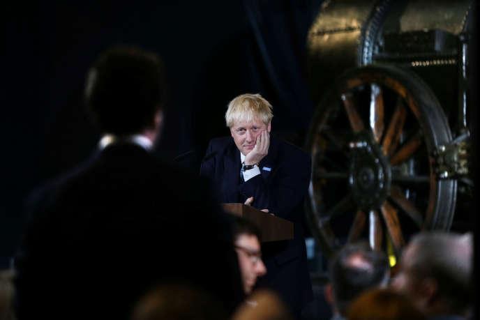 Le premier ministre britannique, Boris Johnson, au Musée des sciences et de l'industrie de Manchester, le 27 juillet.