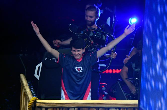 L'Américain Bugha célèbre sa victoire en solo lors de la coupe du monde Fortnite, le 28 juillet au Arthur Ashe Stadium de New York.