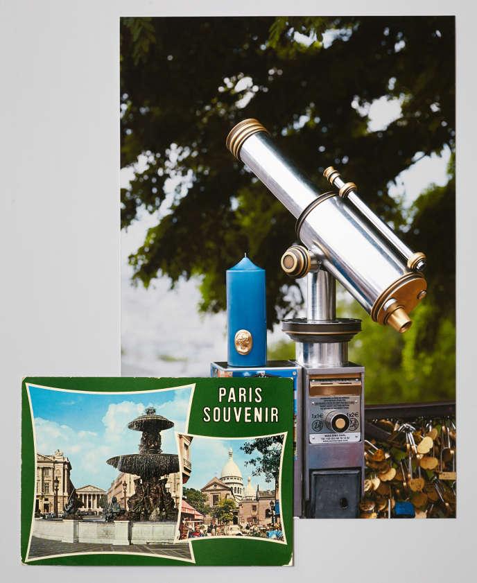 Carte postale souvenir de Paris et cierge bleu barbeau (Trudon).