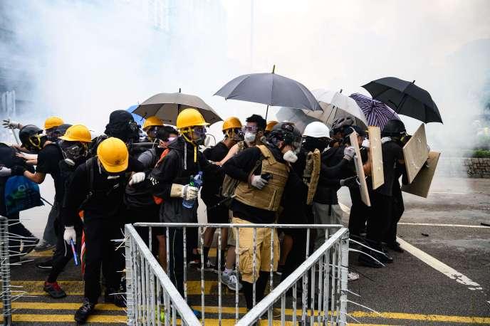 Ce week-end, deux manifestations non autorisées ont été le théâtre d'affrontements intenses avec la police.