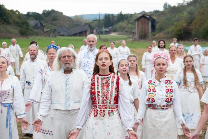 Isabelle Grill (premier plan ) interprète le rôle de Maja.